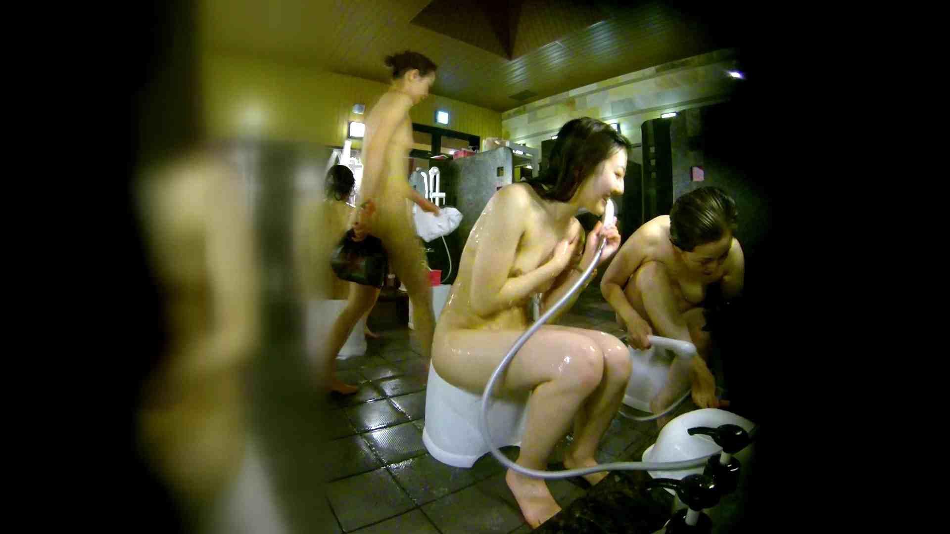 エッチ 熟女 洗い場!右足の位置がいいですね。陰毛もっさり! 怪盗ジョーカー