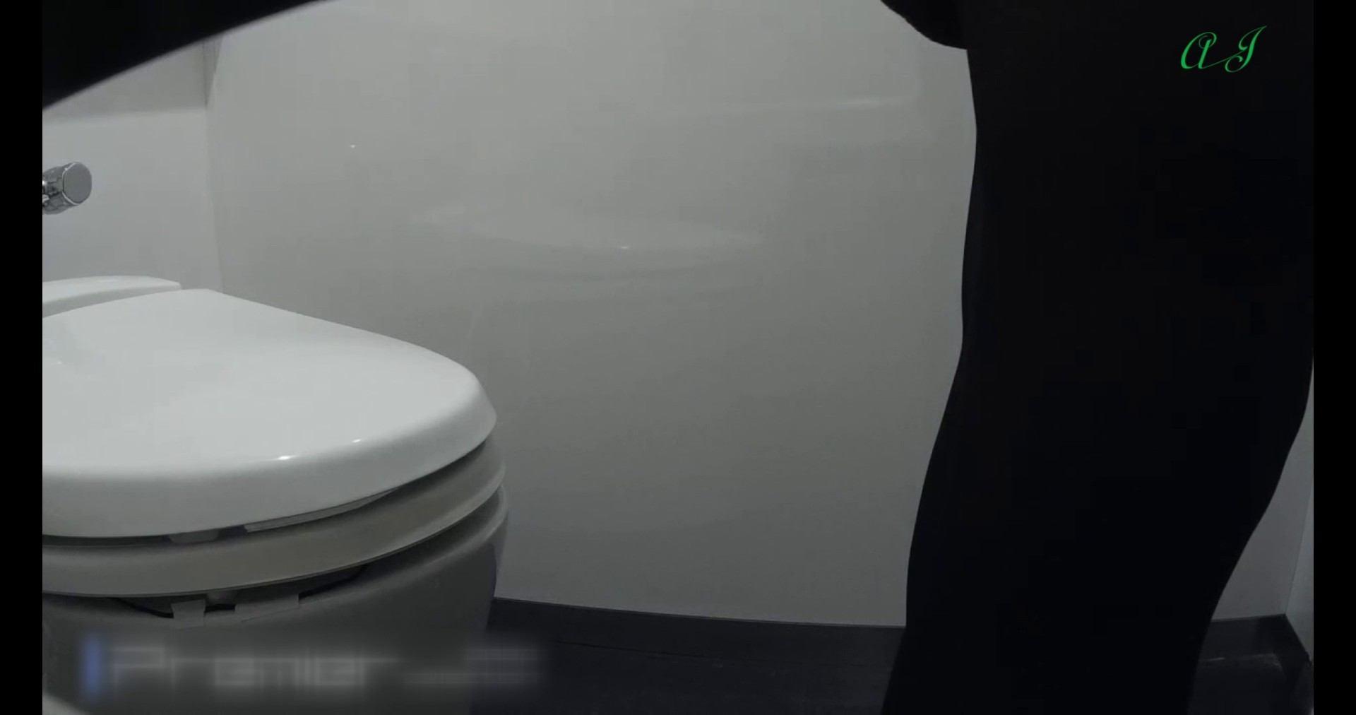 【某有名大学女性洗面所】有名大学女性洗面所 vol.74 後編 和式トイレ おまんこ動画流出 81pic 19
