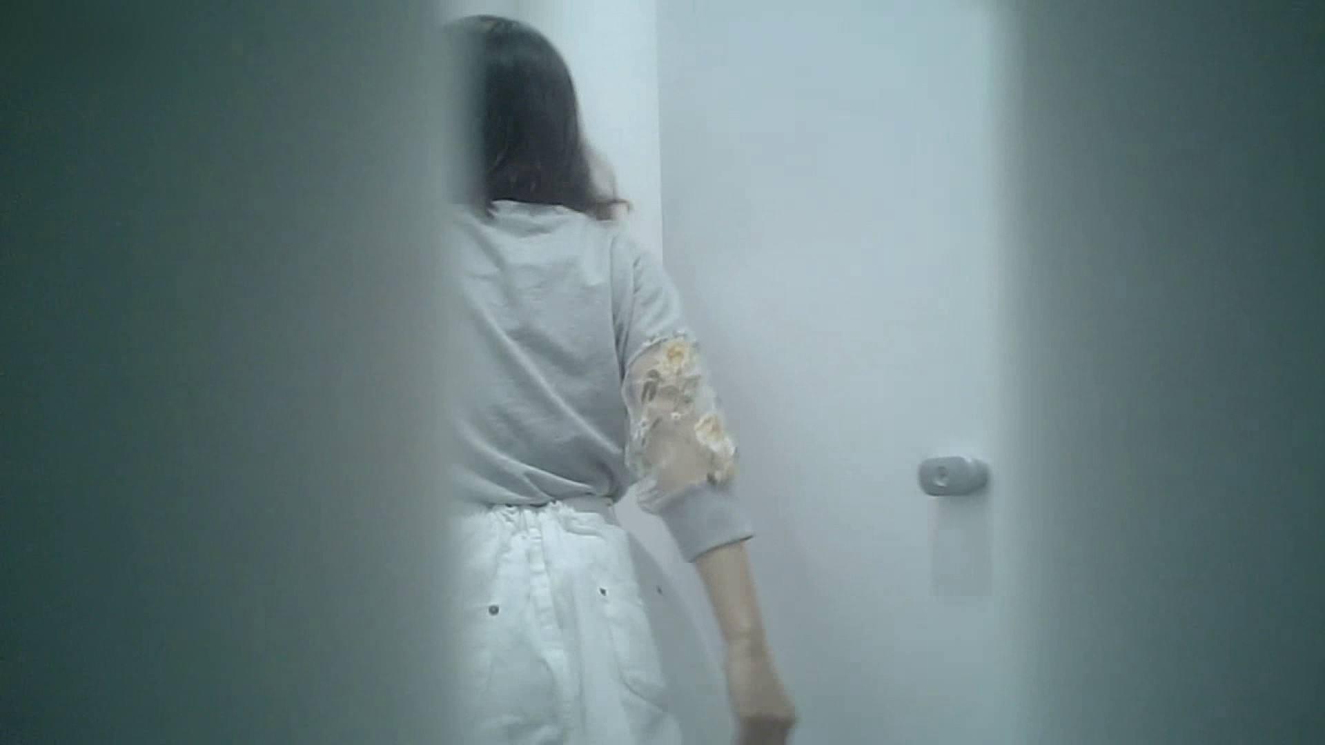 有名大学女性洗面所 vol.40 ??おまじない的な動きをする子がいます。 洗面所突入 | 潜入突撃  81pic 26