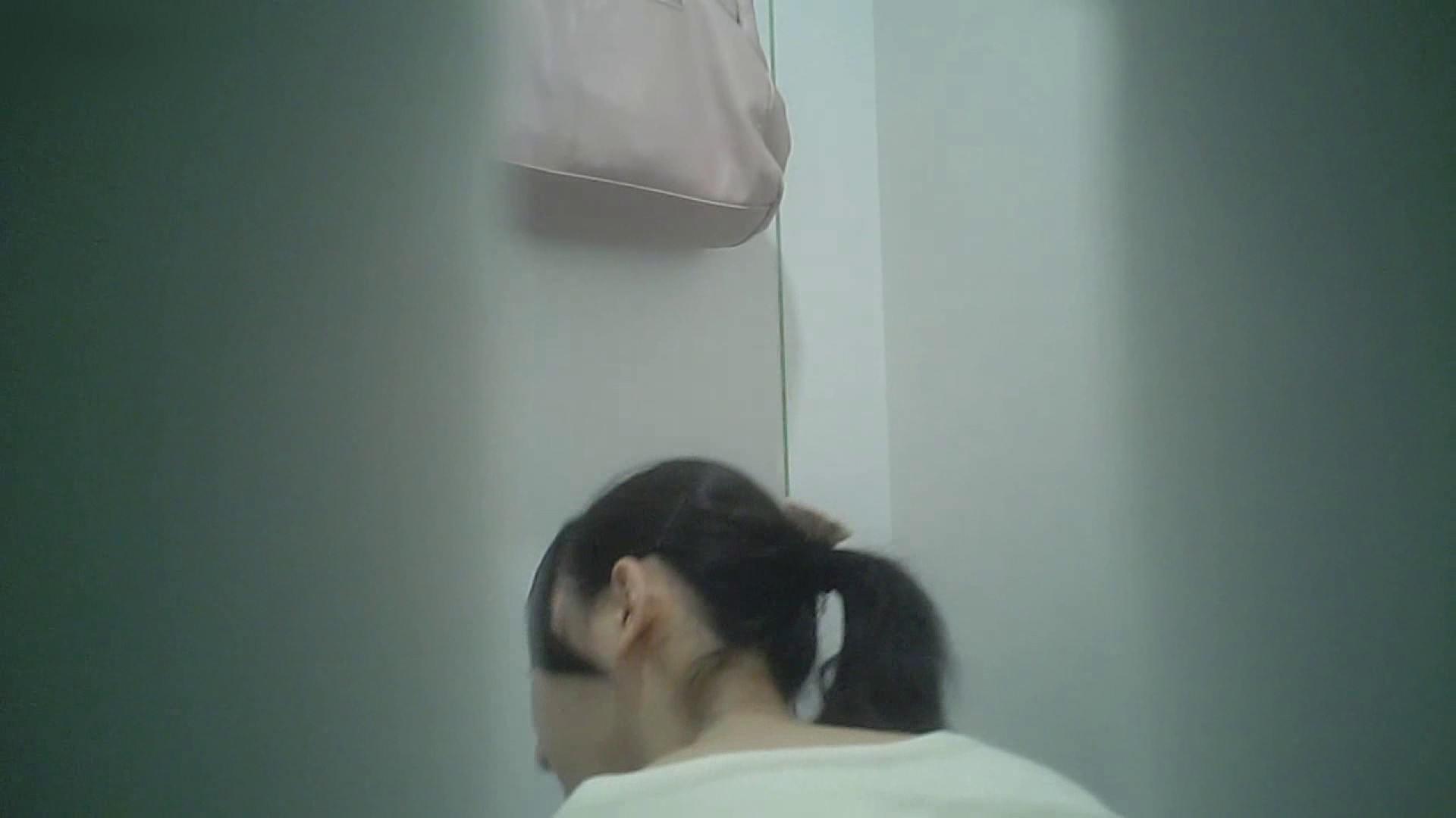 有名大学女性洗面所 vol.40 ??おまじない的な動きをする子がいます。 洗面所突入 | 潜入突撃  81pic 46