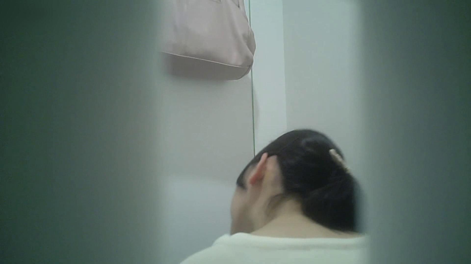有名大学女性洗面所 vol.40 ??おまじない的な動きをする子がいます。 美しいOLの裸体 戯れ無修正画像 81pic 47