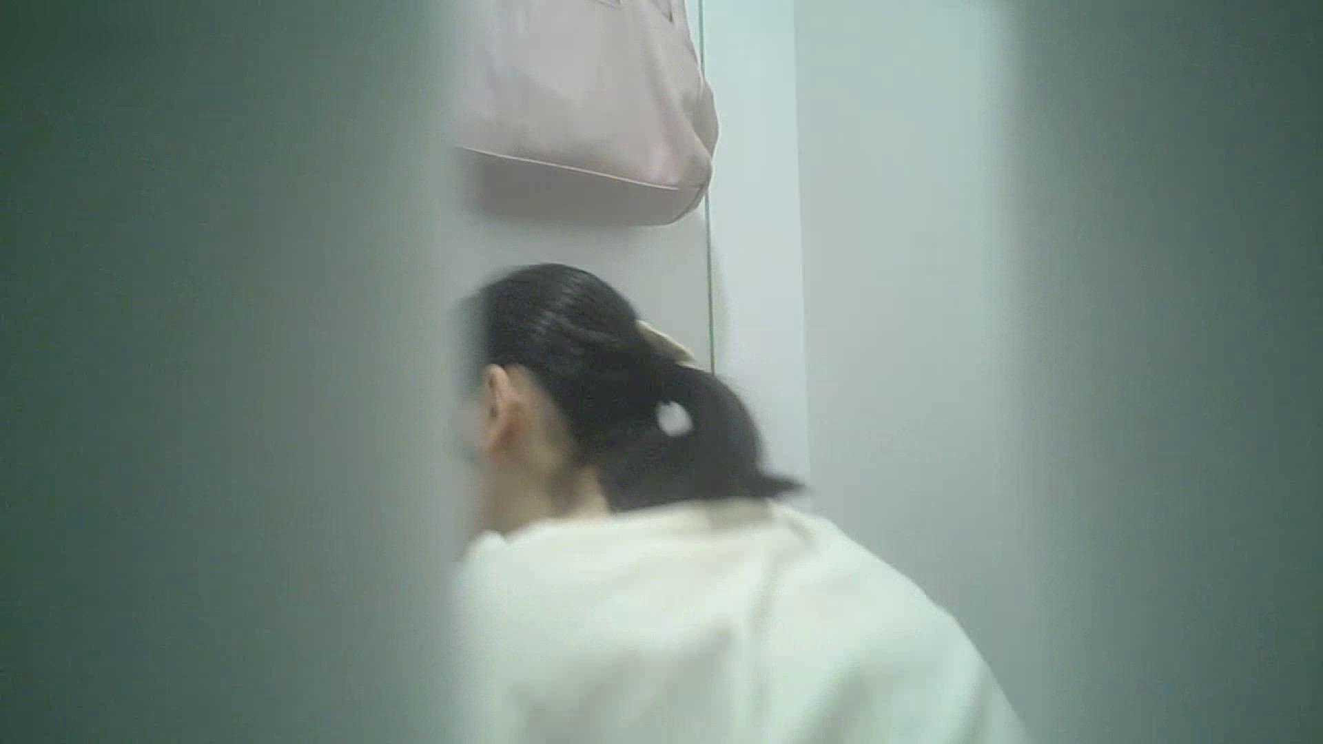 有名大学女性洗面所 vol.40 ??おまじない的な動きをする子がいます。 和式トイレ 盗み撮り動画キャプチャ 81pic 49