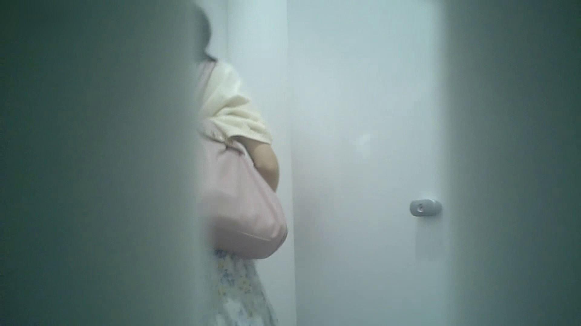 有名大学女性洗面所 vol.40 ??おまじない的な動きをする子がいます。 洗面所突入 | 潜入突撃  81pic 51