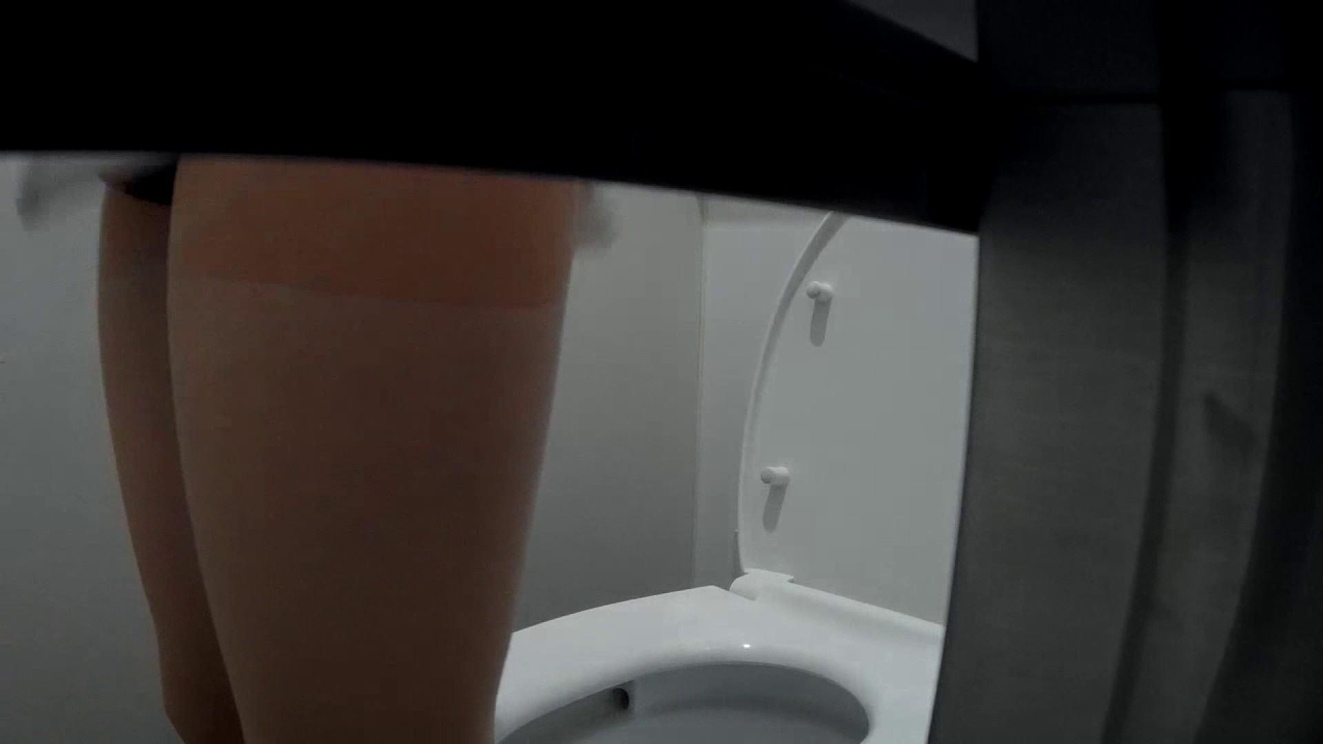 有名大学女性洗面所 vol.40 ??おまじない的な動きをする子がいます。 洗面所突入  81pic 60