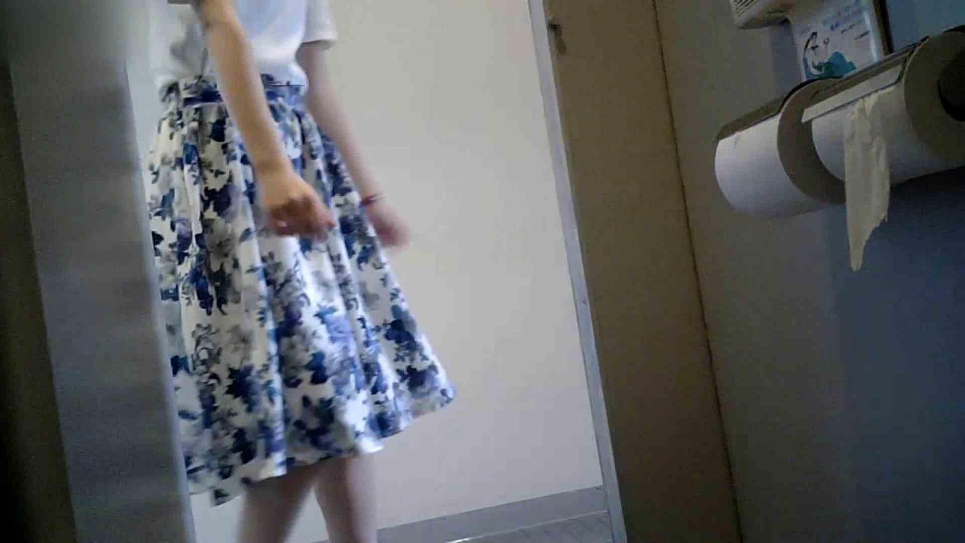 有名大学女性洗面所 vol.40 ??おまじない的な動きをする子がいます。 洗面所突入  81pic 75