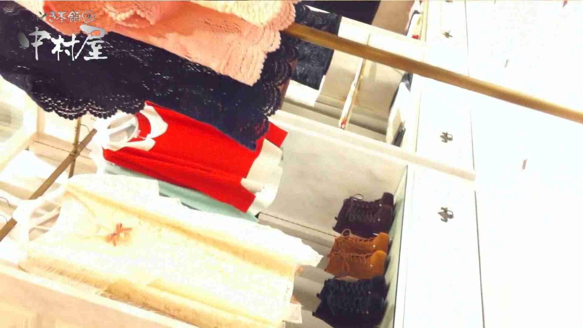 vol.66 美人アパレル胸チラ&パンチラ 店員さんのパンツはストライプ 接写  100pic 45