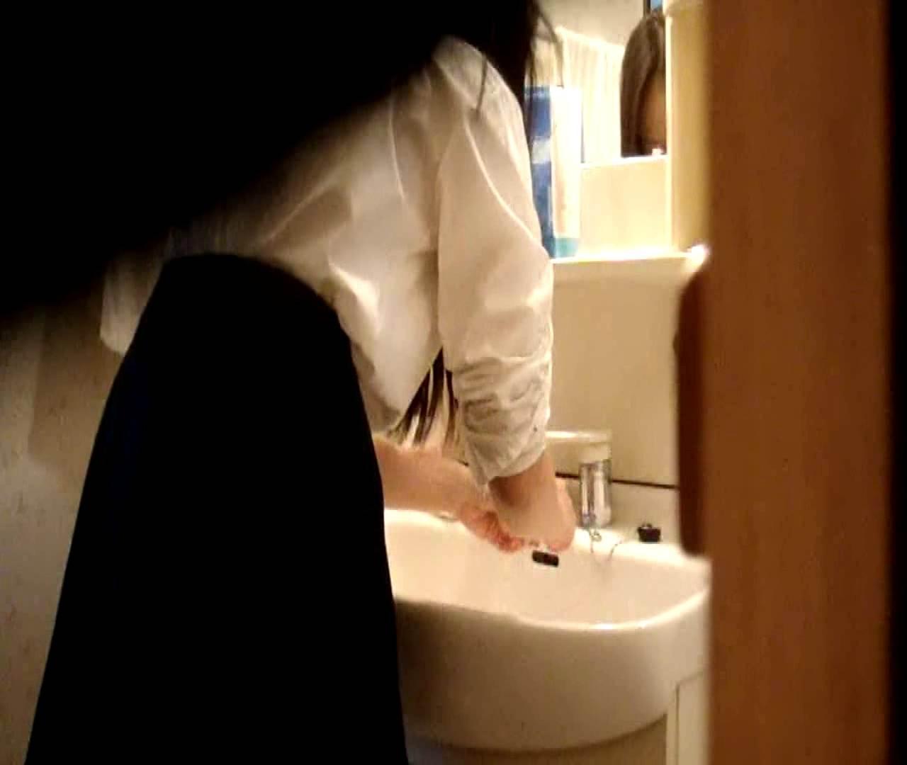 エッチ 熟女|二人とも育てた甲斐がありました… vol.05 まどかが洗顔後にブラを洗濯|のぞき本舗 中村屋