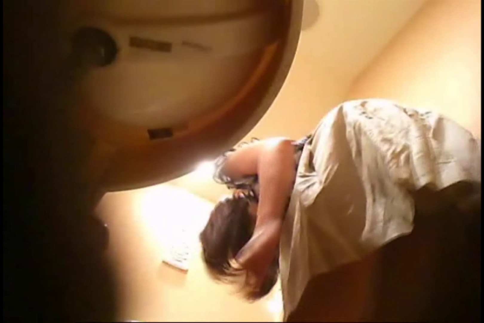 潜入!!女子化粧室盗撮~絶対見られたくない時間~vo,50 熟女丸裸 のぞき動画画像 74pic 31