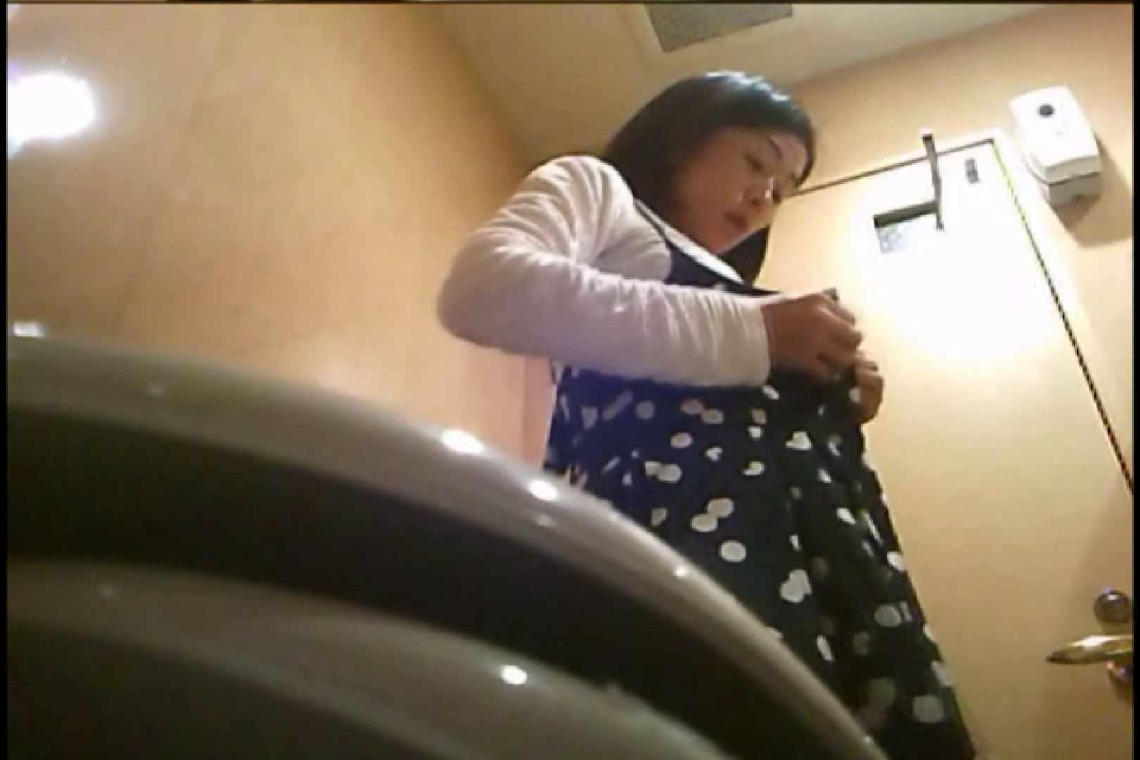 潜入!!女子化粧室盗撮~絶対見られたくない時間~vo,67 細身  79pic 35