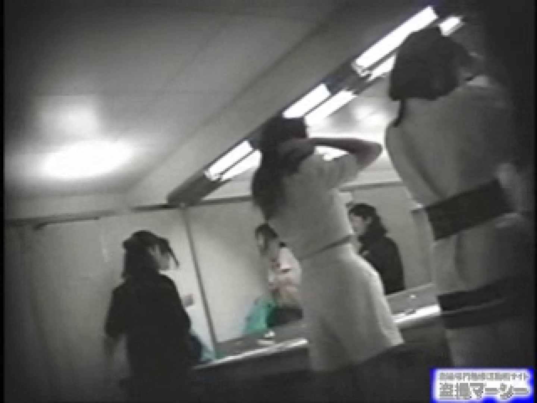 エッチ 熟女|女盗撮師がコスプレ会場の厠に潜入しちゃいました!|のぞき本舗 中村屋