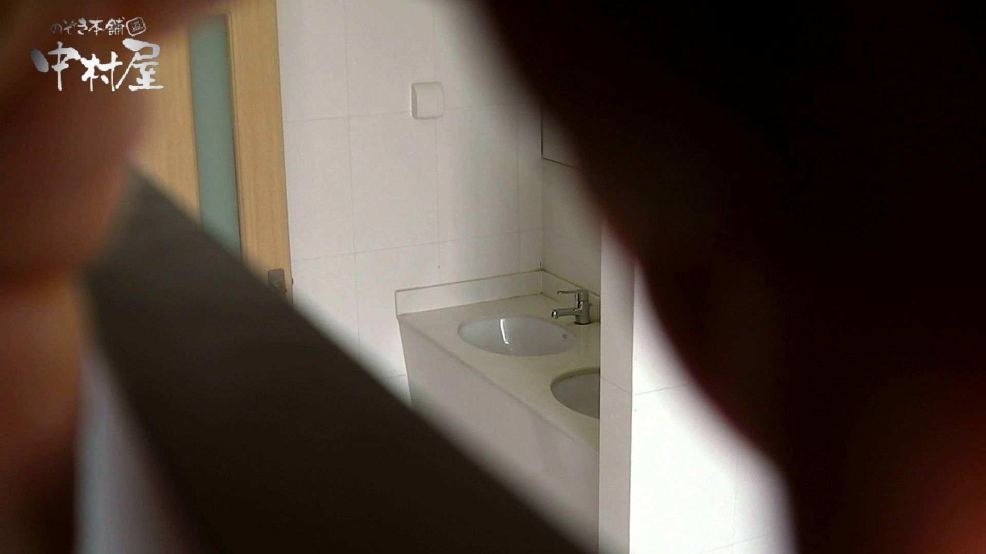 【世界の射窓から】世界の射窓から vol.10前編 洗面所突入   美しいOLの裸体  92pic 41