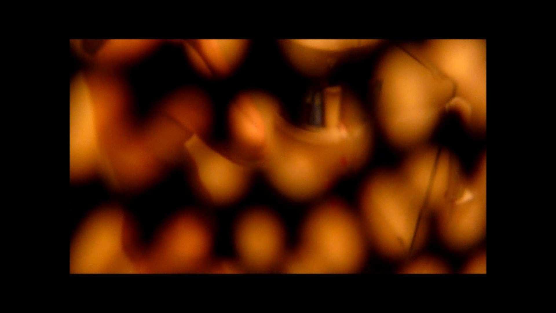【02】ベランダに侵入して張り込みを始めて・・・やっと結果が出ました。 モロだしオマンコ   盗撮師作品  79pic 16