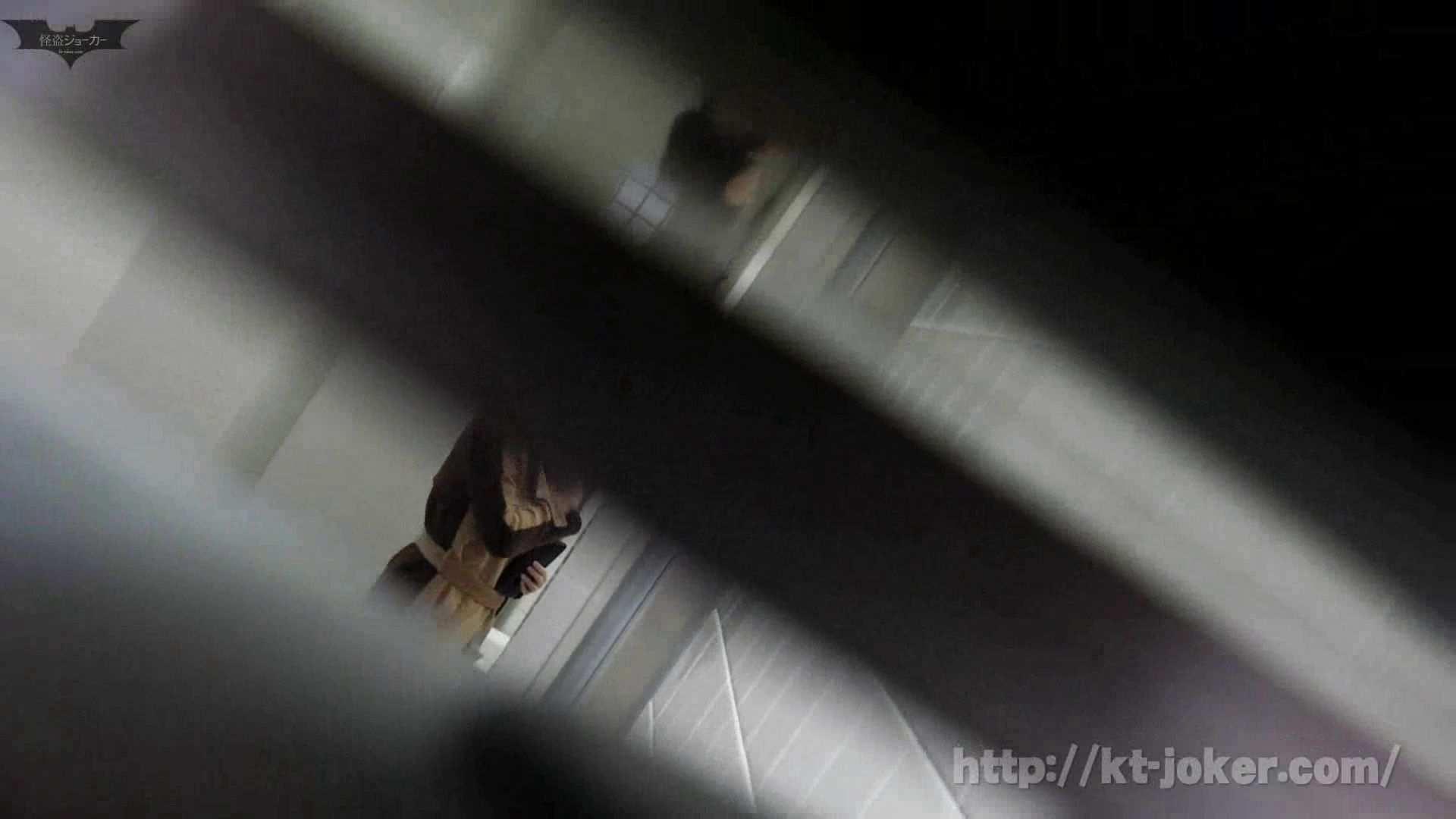 命がけ潜伏洗面所! vol.56 ピンチ!!「鏡の前で祈る女性」にばれる危機 洗面所突入   プライベート  105pic 67