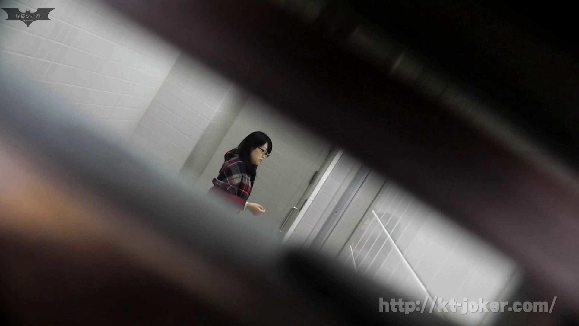命がけ潜伏洗面所! vol.56 ピンチ!!「鏡の前で祈る女性」にばれる危機 洗面所突入  105pic 78