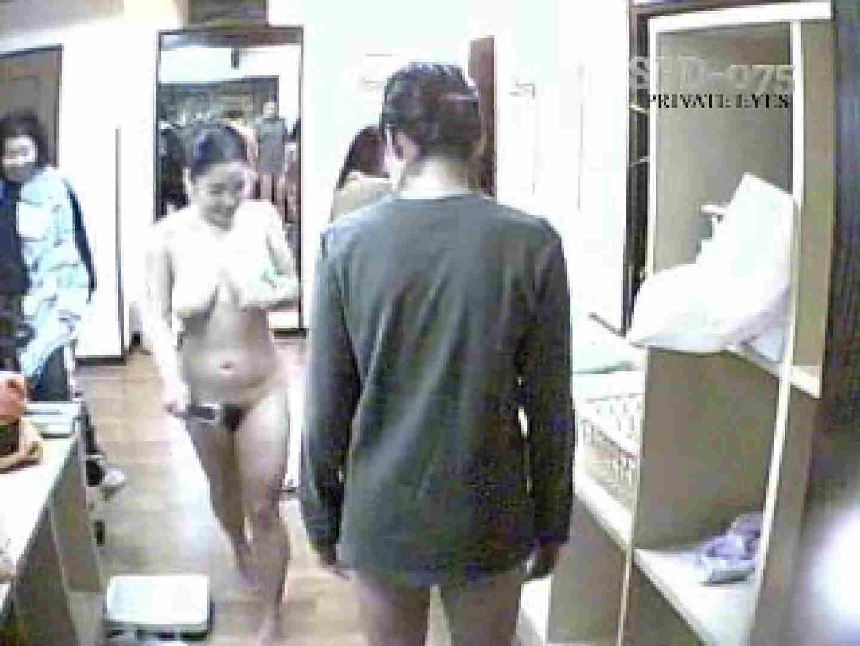 SPD-075 脱衣所から洗面所まで 9カメ追跡盗撮 前編 洗面所突入  89pic 32